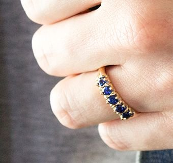 Vintage yellow gold sapphire ring
